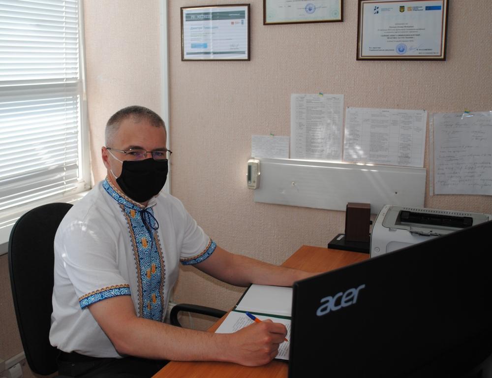 DSC  9 - День вишиванки – в національному одязі. І в масках