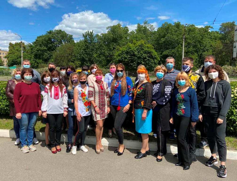 IMG  12 - День вишиванки – в національному одязі. І в масках