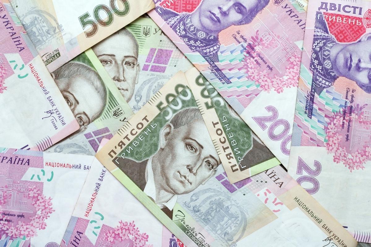 576e2f63af02e groshi1 - На Чернігівщині продовжується фінансування пенсійних виплат за червень 2018 року
