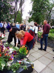 P80509 083134 225x300 - На Дніпропетровщині вшанували ветеранів