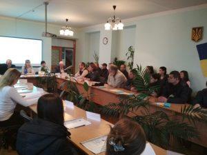 foto Mukachevo 2 2 300x225 - В МУКАЧІВСЬКОМУ ЯРМАРКУ ВАКАНСІЙ ВЗЯЛИ УЧАСТЬ І ПЕНСІЙНИКИ