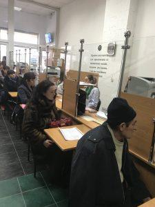 foto Mukachevo zal 225x300 - ЖУРНАЛІСТИ СУСПІЛЬНОГО МОВЛЕННЯ ОЗНАЙОМЛЮВАЛИСЬ З РОБОТОЮ МУКАЧІВСЬКОГО СЕРВІСНОГО ЦЕНТРУ