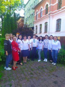 foto den vyshyvanky Mukachevo 225x300 - День вишиванки відзначили закарпатські пенсійники