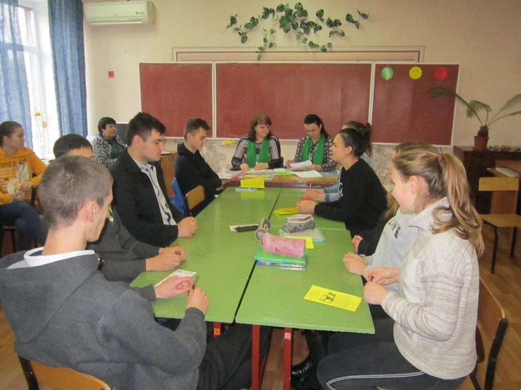2 25 1024x768 - Пенсійники Луганщини провели на Новопсковщині вікторину, лекцію й флешмоб з учнями