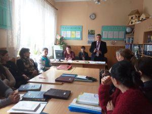 Kretsu osvityany 300x225 - Пенсійники розповідають студентам і освітянам про важливість офіційного працевлаштування