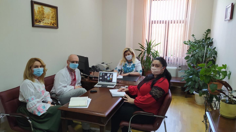 E034A6EF A056 48A9 BE1B 9673D7557E01 - Робочий день колективу пенсійної служби краю розпочався з вишиванки