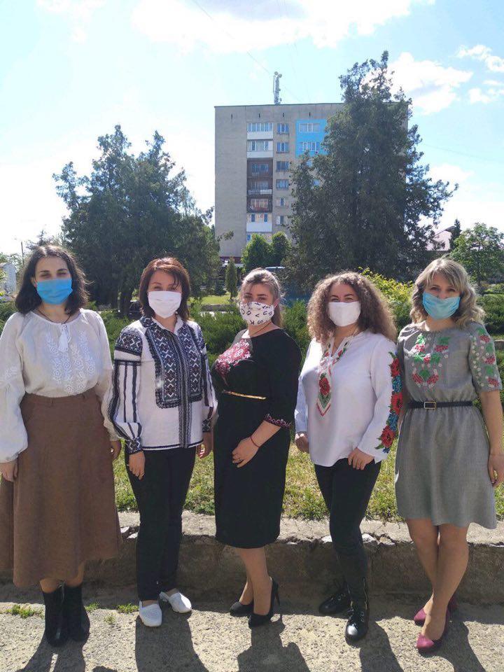 Novod - Робочий день колективу пенсійної служби краю розпочався з вишиванки