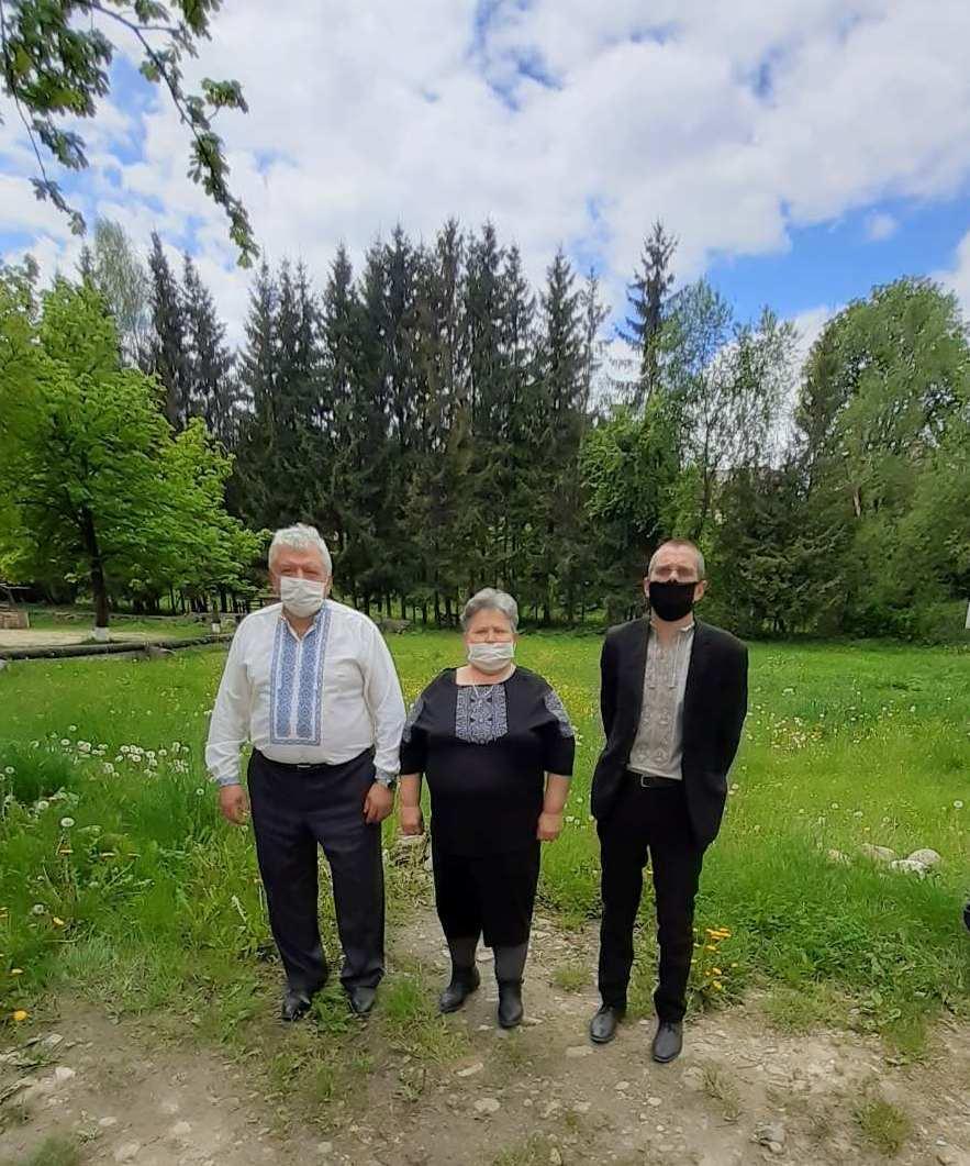 Putyla vyshyvanka1 Z MASKAMY - Робочий день колективу пенсійної служби краю розпочався з вишиванки
