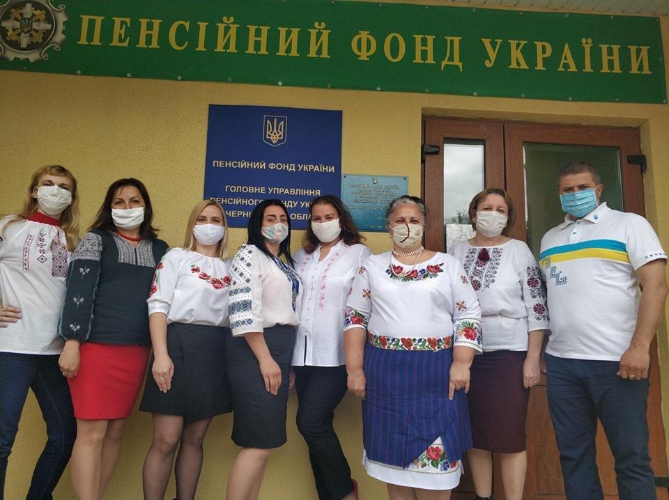 Teleshman 1 - Робочий день колективу пенсійної служби краю розпочався з вишиванки
