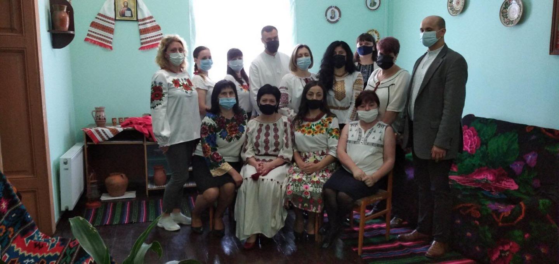 stor - Робочий день колективу пенсійної служби краю розпочався з вишиванки
