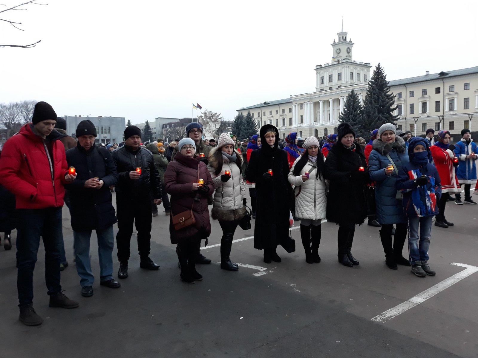 1 - На Хмельниччини вшанували пам'ять жертв Голодомору