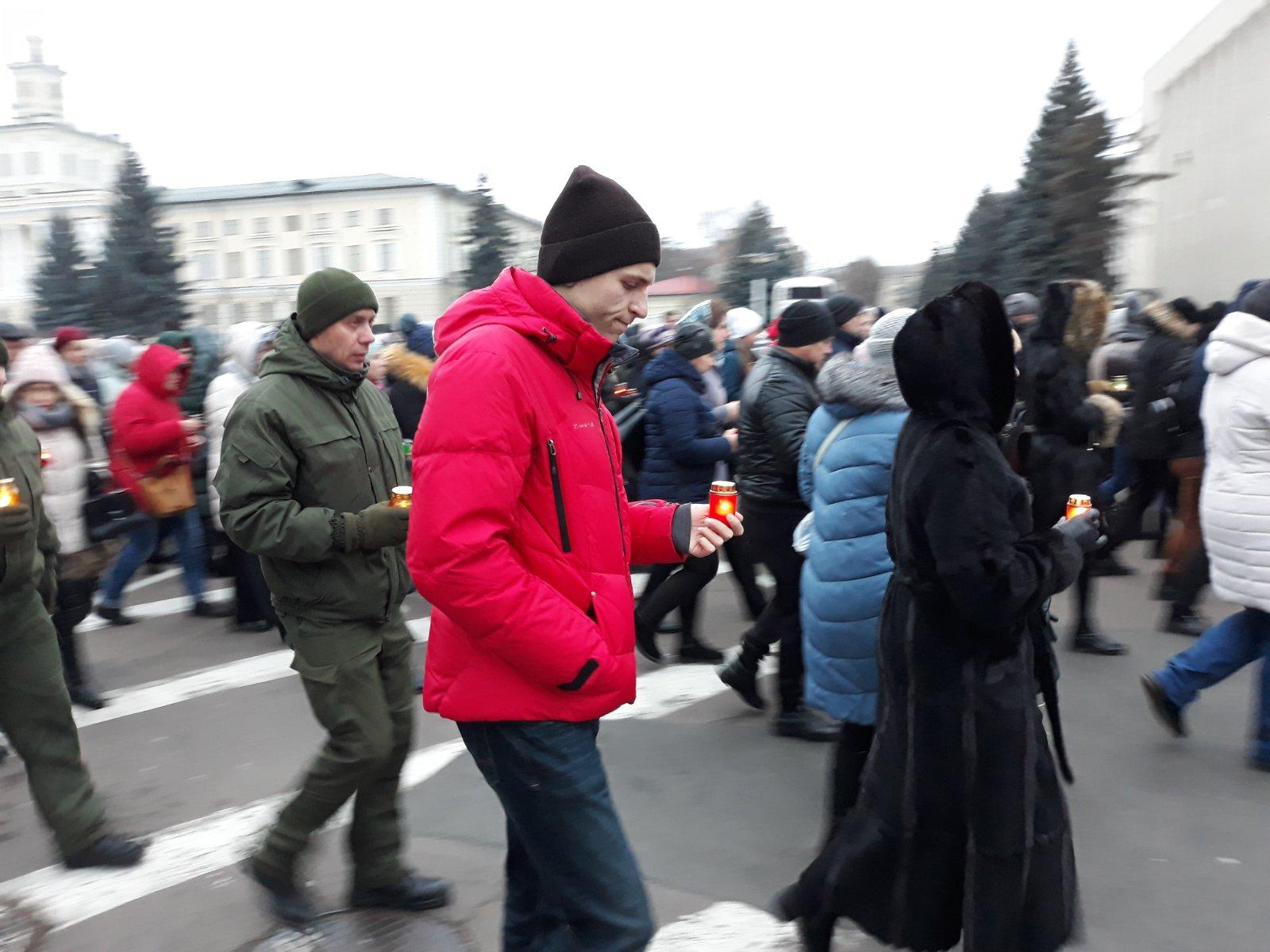 2 - На Хмельниччини вшанували пам'ять жертв Голодомору