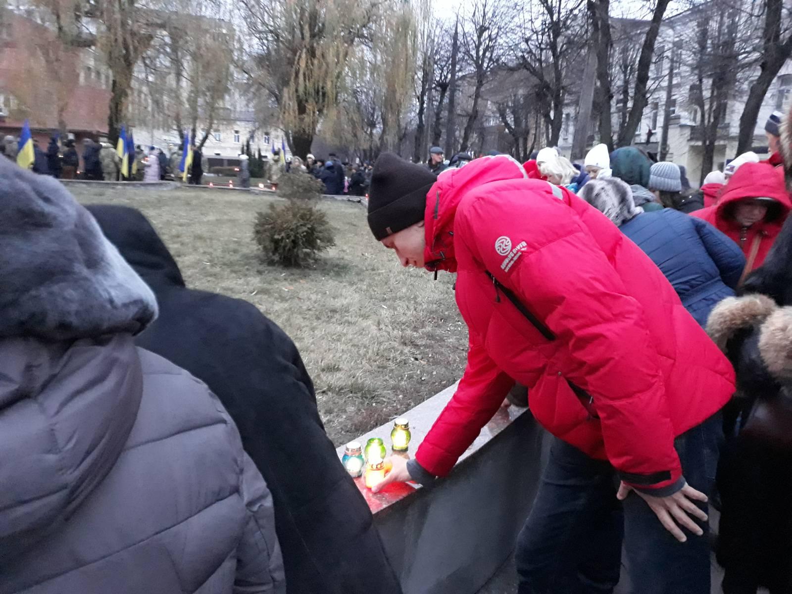 4 - На Хмельниччини вшанували пам'ять жертв Голодомору