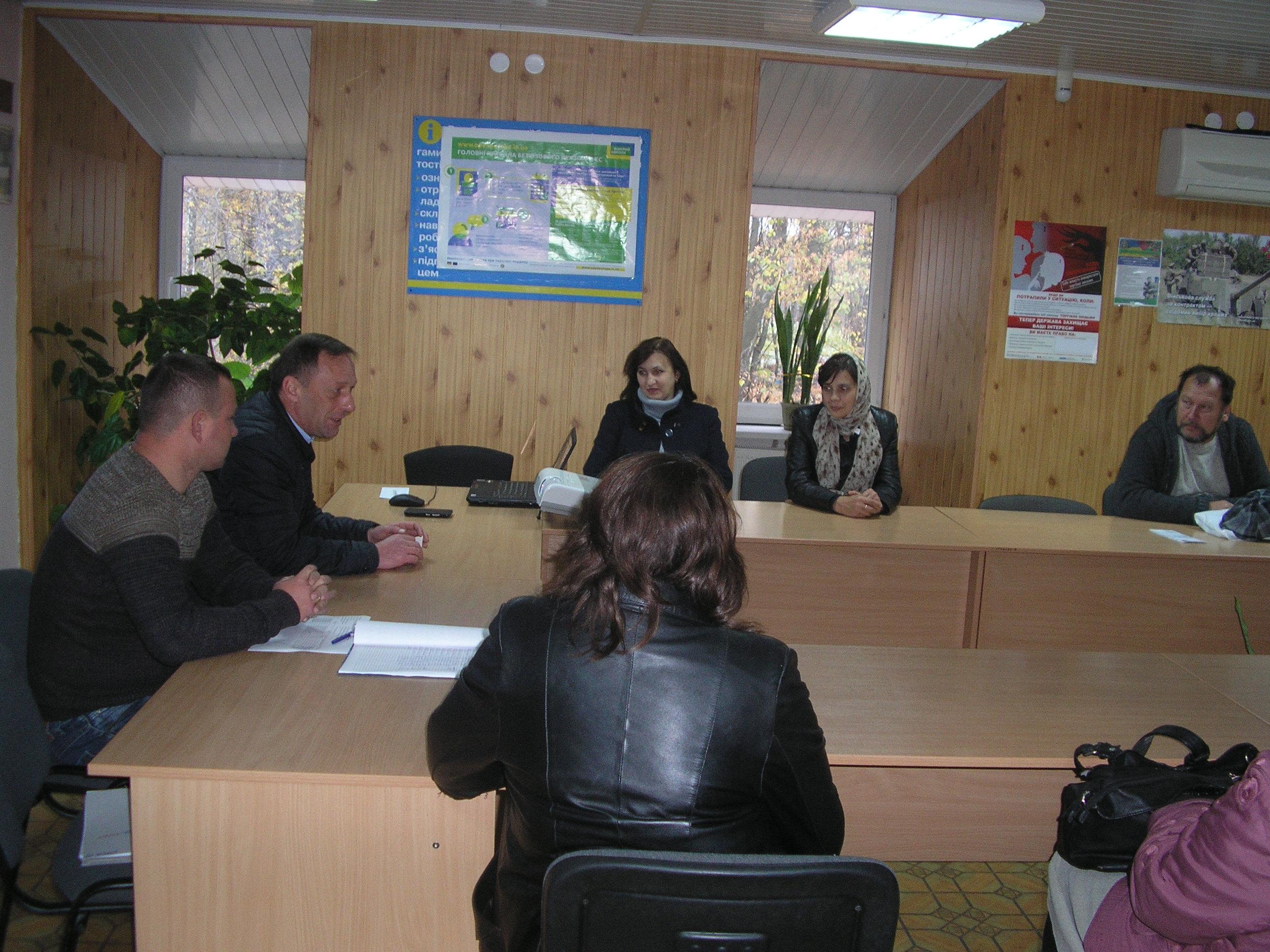 q1320111.003 - Спеціалісти сервісних центрів розповіли про пенсії громадянам,  які знаходяться у пошуках роботи