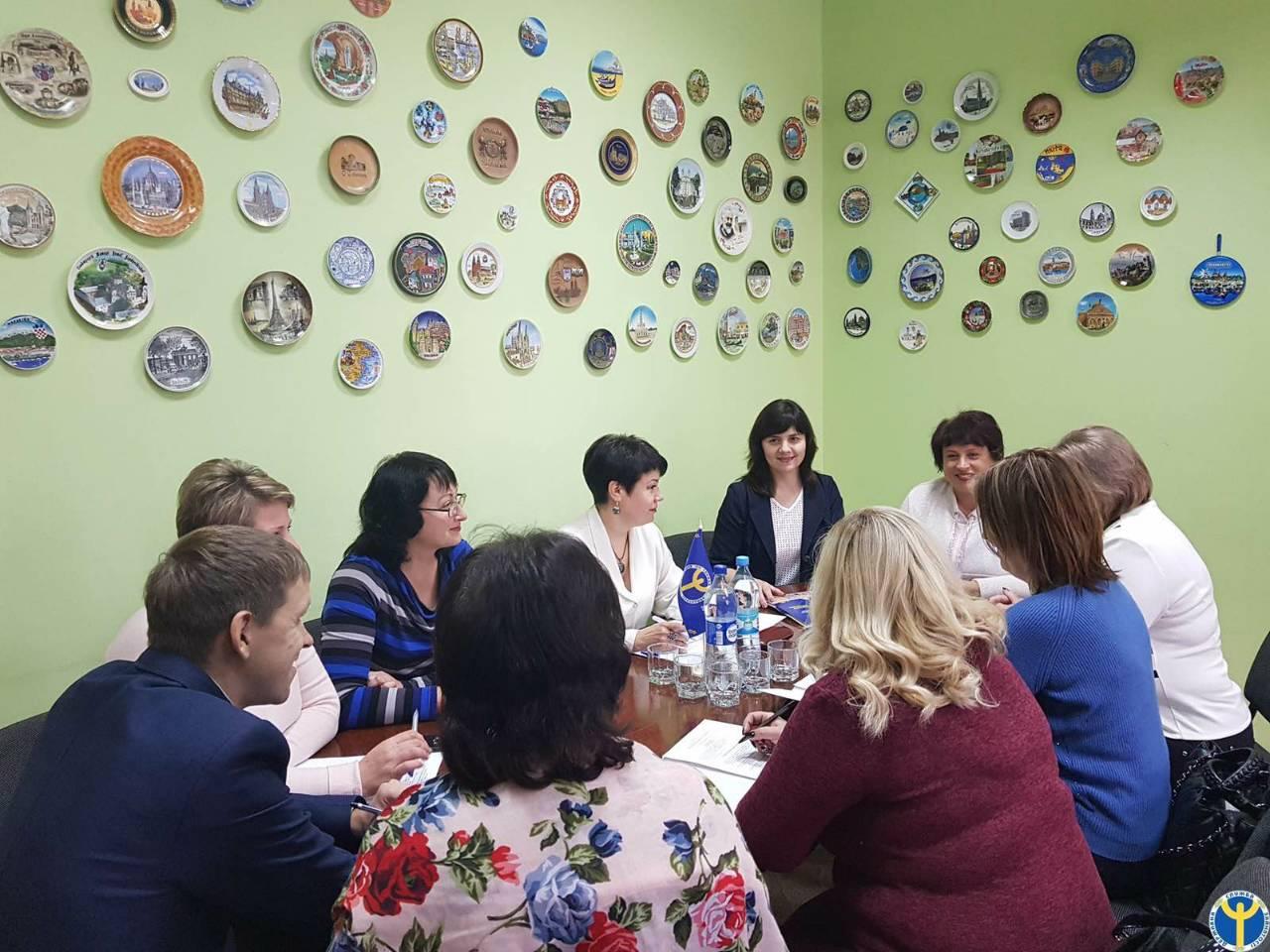 q132911k - На Хмельниччині під час «круглого столу» розглядалось питання працевлаштування осіб з інвалідністю
